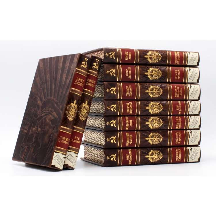 Секретная папка, книги о шпионаже в кожаном переплете